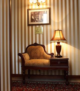 Hotel je vybaven stylovým nábytkem
